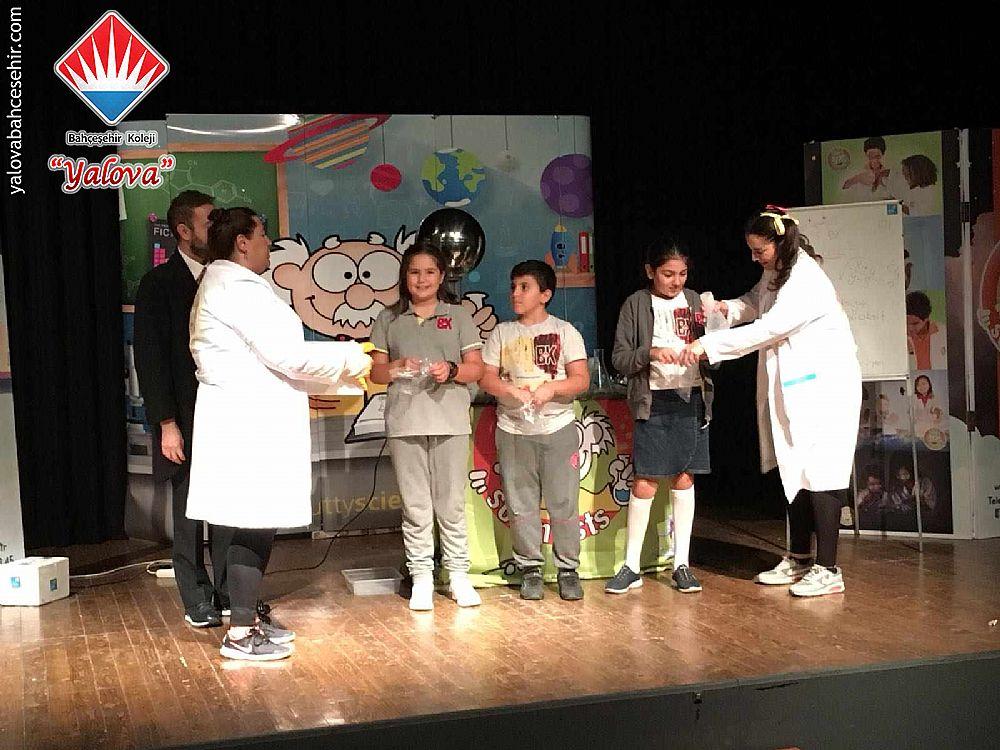 Yalova Bahceşehir Koleji Tiyatroda