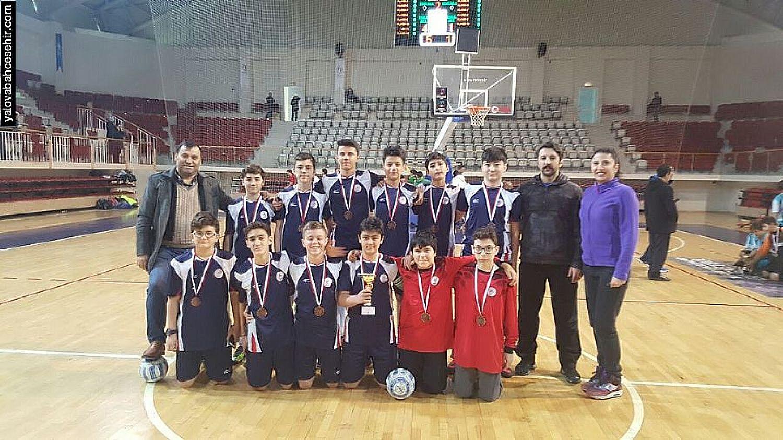 Futsal İl Üçüncüsü Yalova Bahçeşehir Koleji
