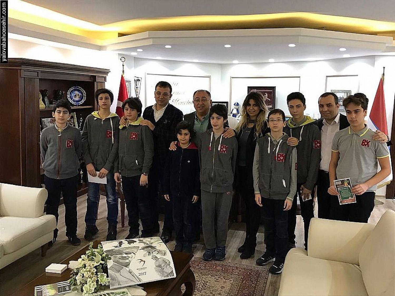 Yalova Bahçeşehir Robotik Ekibi Vefa SALMAN'ı Ziyaret Etti