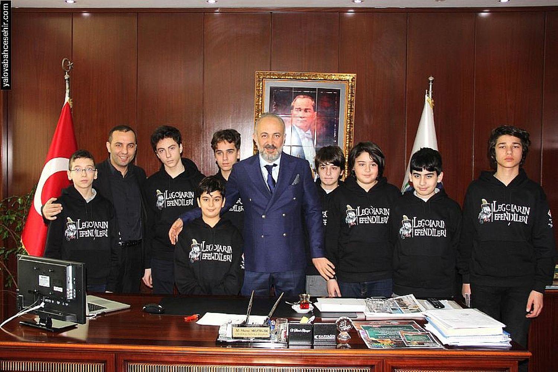 Yalova Bahçeşehir Robotik Takımı Başkan Silpagar'ı Ziyaret Etti