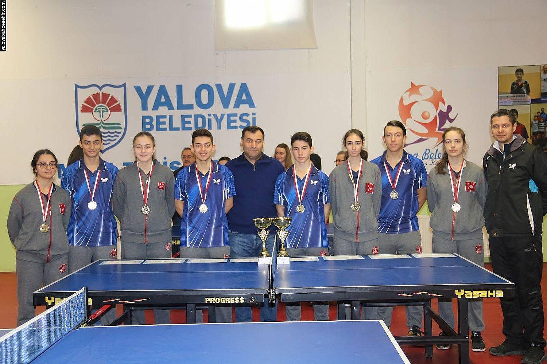 Kızlarda ve Erkeklerde Şampiyon Yalova Bahçeşehir Anadolu Lisesi