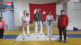 Yalova Okullar Arası Karate Şampiyonasında İkinci Olan Öğrencimiz Selinay SÖKMEN