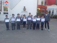 Milli Eğitim Müdürlüğü tarafından 6 - 10 Mayıs tarihleri arasında düzenlenen Geleneksel Çocuk Oyunları Şenliği'ne katılan öğrencilerimiz belgelerini aldı.